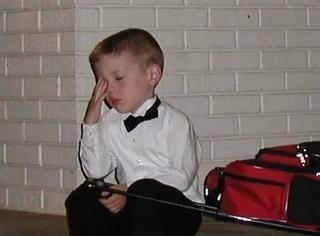 一波实力抗拒参加婚礼的小朋友,隔着屏幕感受到了他们的绝望!