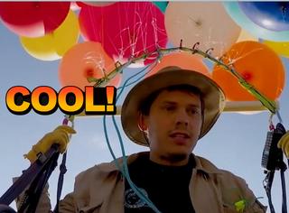 这哥们用100个气球飞上了天