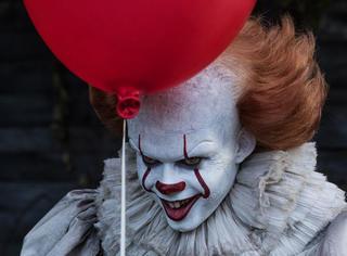 学校霸凌、家长变态,R级片票房冠军《小丑回魂》绝不止恐怖而已