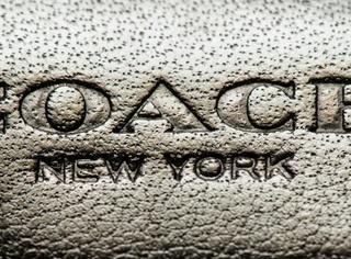 """继麦当劳变金拱门之后,COACH也改名叫""""挂毯""""了..."""
