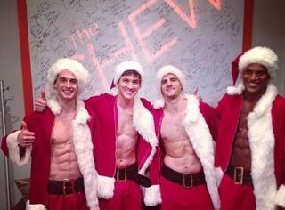 这些秀着6块腹肌的性感圣诞老人,还让人好好过节么!