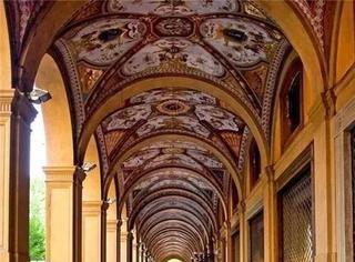 这座让法拉利、兰博基尼忠粉痴狂的意大利名城,还有着让吃货们垂涎的馄饨和意面