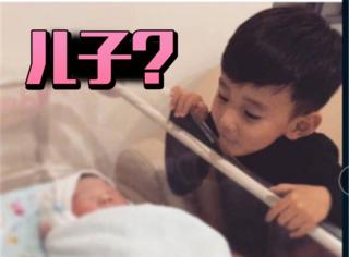 李晨宣布二胎出生啦,大儿子趴在床边看的画面好温馨