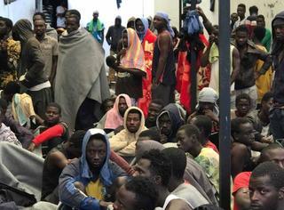 """从人类沦为""""商品"""",受害者亲述利比亚""""奴隶拍卖"""""""