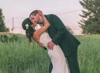 一对酷酷的异地恋情侣:在全世界各地约会,留下最深情的吻~