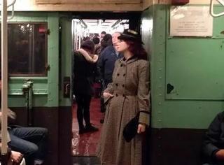 纽约地铁推出圣诞怀旧列车,好一出回忆杀!