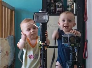 当摄影师成了一对双胞胎的奶爸…感觉俩孩子不够玩啊…!