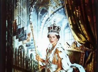 他拍下最美英女王、赫本、梦露,用相机记录了一个辉煌的时代