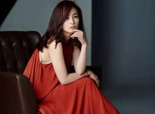 她曾错过琼瑶三个角色,如今42岁却依然明艳动人
