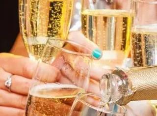 香槟酒——这似乎是个逆袭的故事!