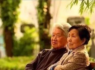 苦等20年,她终于嫁给意中人,被宠到90岁