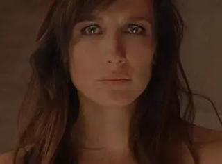 她脱下衣服的那刻,是今年最恐怖的电影镜头