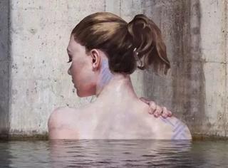 """他把船划到了极地,在冰川上画了一幅""""美女出浴图""""!"""