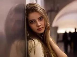 她拍摄了全世界的美女图,张张是网红,但没有一张网红脸