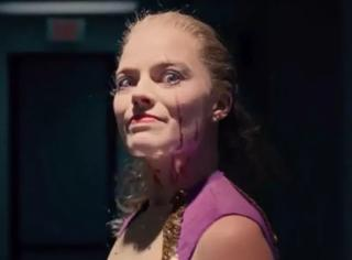 性感女神扮丑,金球奖最佳女配,这部伪纪录片一点也不枯燥