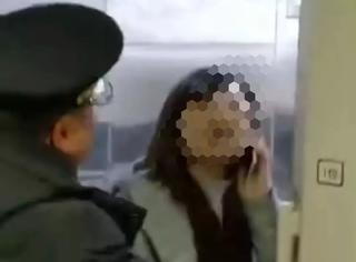 女子高铁堵门耍赖3分钟:社会不是你妈,她不会惯着你!