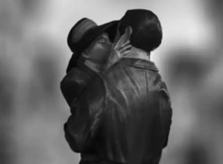 接吻的时候脑袋为何基本都向右歪?