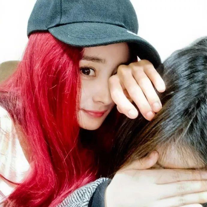 杨幂新款红发让人瑟瑟发抖,选对发色=换张脸啊!