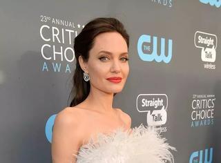 茱莉一身白裙美出天际,这场女神云集的颁奖典礼真的值得一看