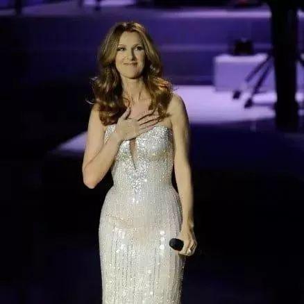 粉丝冲上台来搞事,席琳迪翁用了最有风度的方式来化解