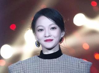 《歌手》张韶涵的高光上热搜,唱1首歌换3个口红色号