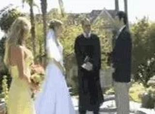 婚礼最尴尬瞬间!看着不厚道地笑了