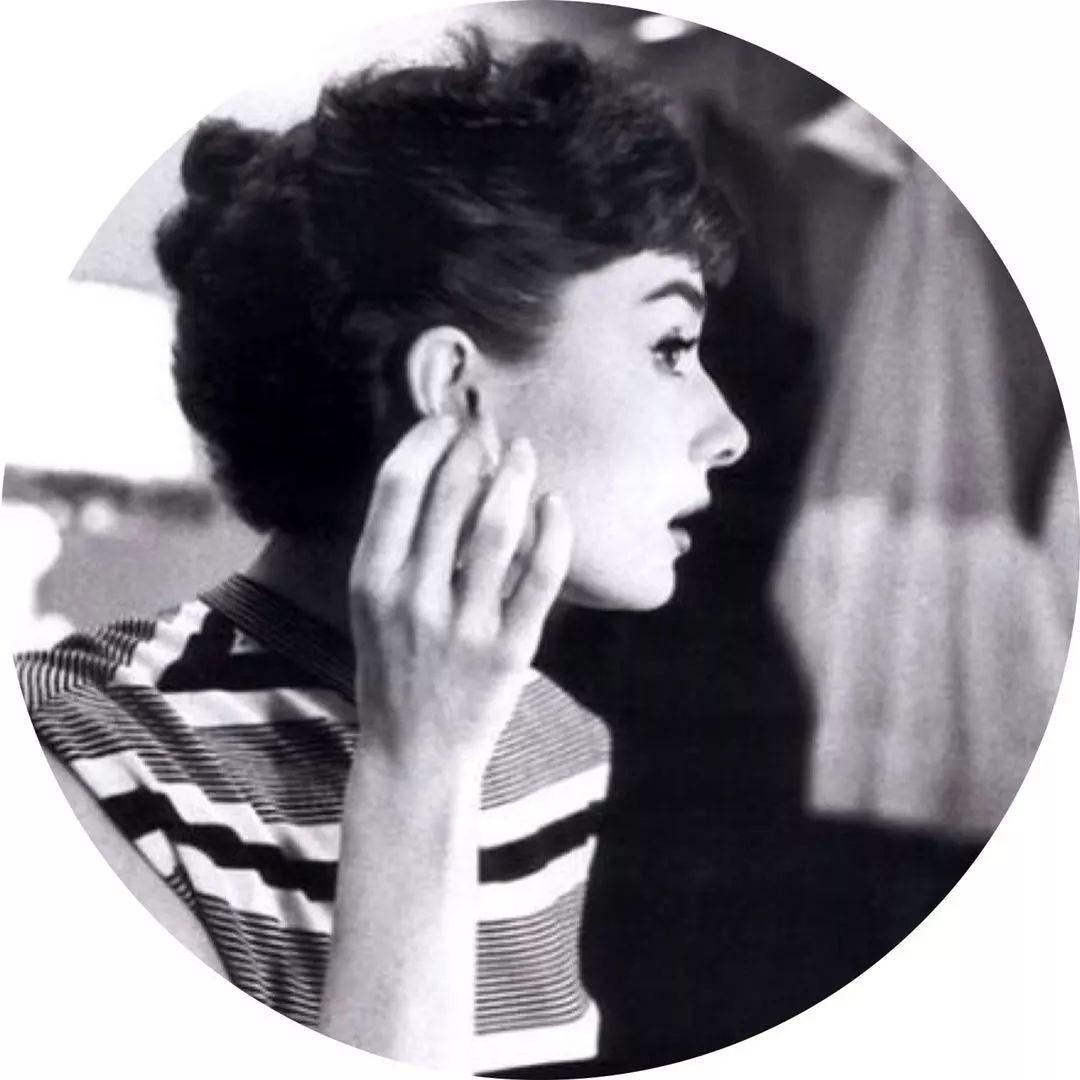 奥黛丽·赫本离世25年:为什么她的美,能风靡整个世界?