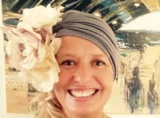 她用鲜花和帽子,成为最积极、美丽的癌症患者