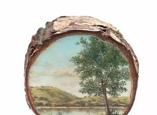 有位女子专门在废木剖面上作画