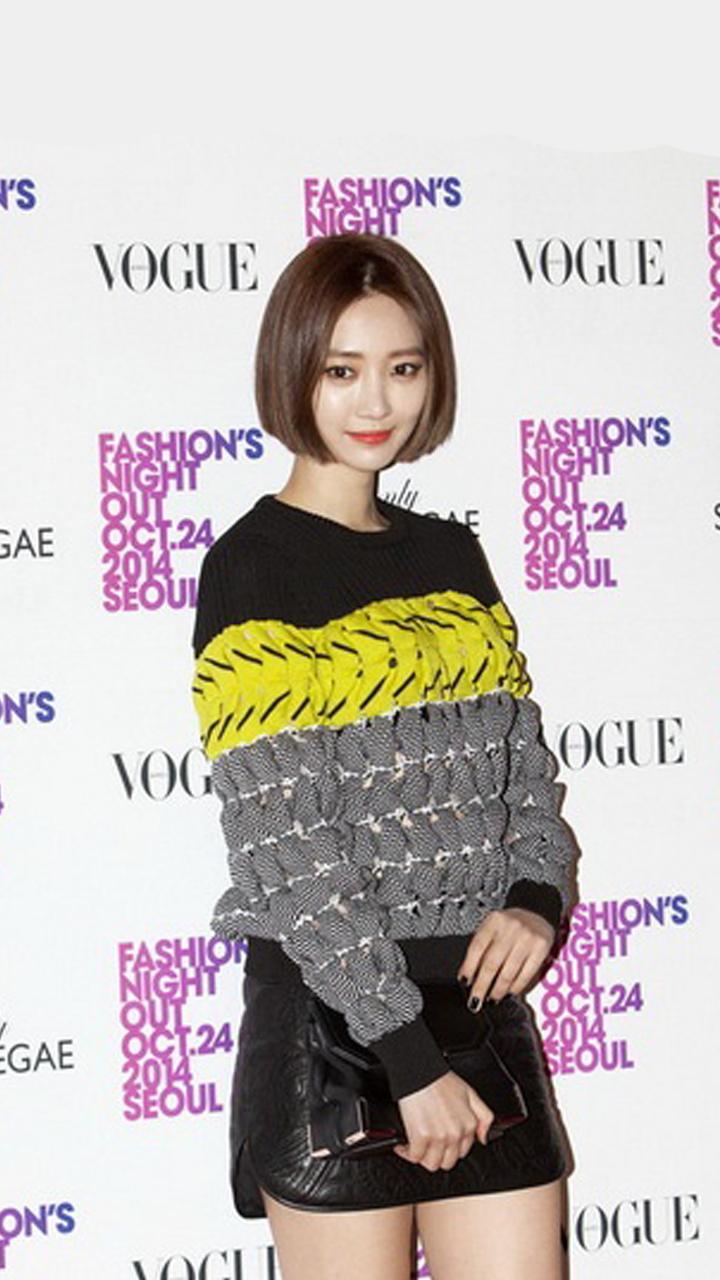 高俊熙 VS 袁泉  细腿甜妞毛衣配短裙
