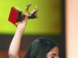柏林金熊奖:一个伊朗小女孩痛哭的背后故事...