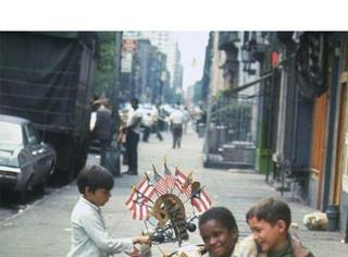 46年前的美国街拍 那时候的人竟然都那么时髦了