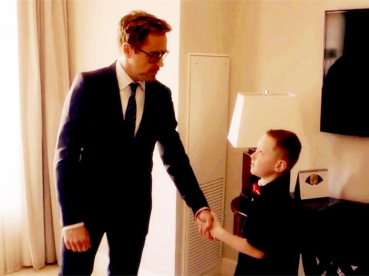 这个7岁的男孩右臂天生残缺,直到他遇见了钢铁侠唐尼...