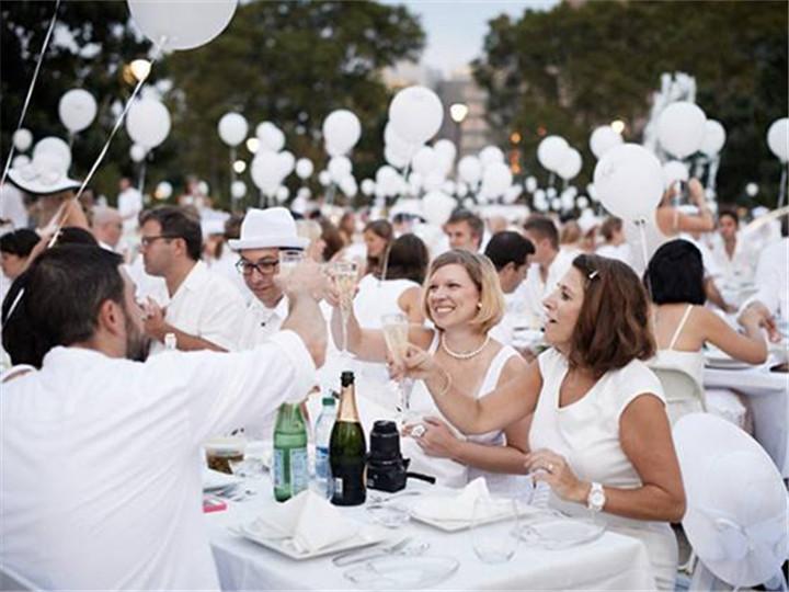 这个只能穿白色参加的超级party 所有人都美翻了
