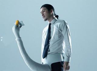 解放双手的自拍神器来了 你也可以像李易峰有颜任性