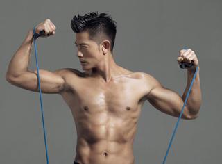 50岁的郭富城大秀肌肉,惊呆双眼!