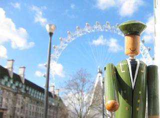 他是英国门童 没有花一分钱就环游了世界