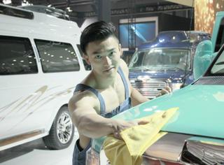 上海车展取消车模以后,清洁工们的颜值越来越高了