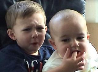 曾经红爆的【查理咬我】可爱兄弟现在都长大了!