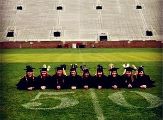 看完人家的毕业照,好想重念一次大学...